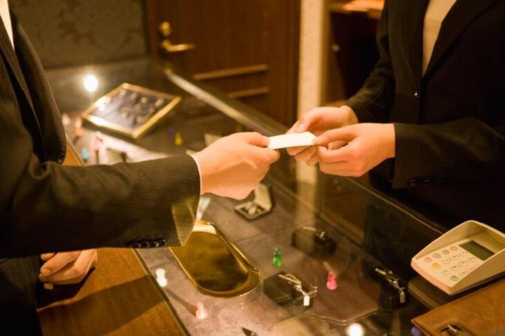 百貨店で割引が最大10%! お得感が味わえるおすすめクレジットカードを紹介